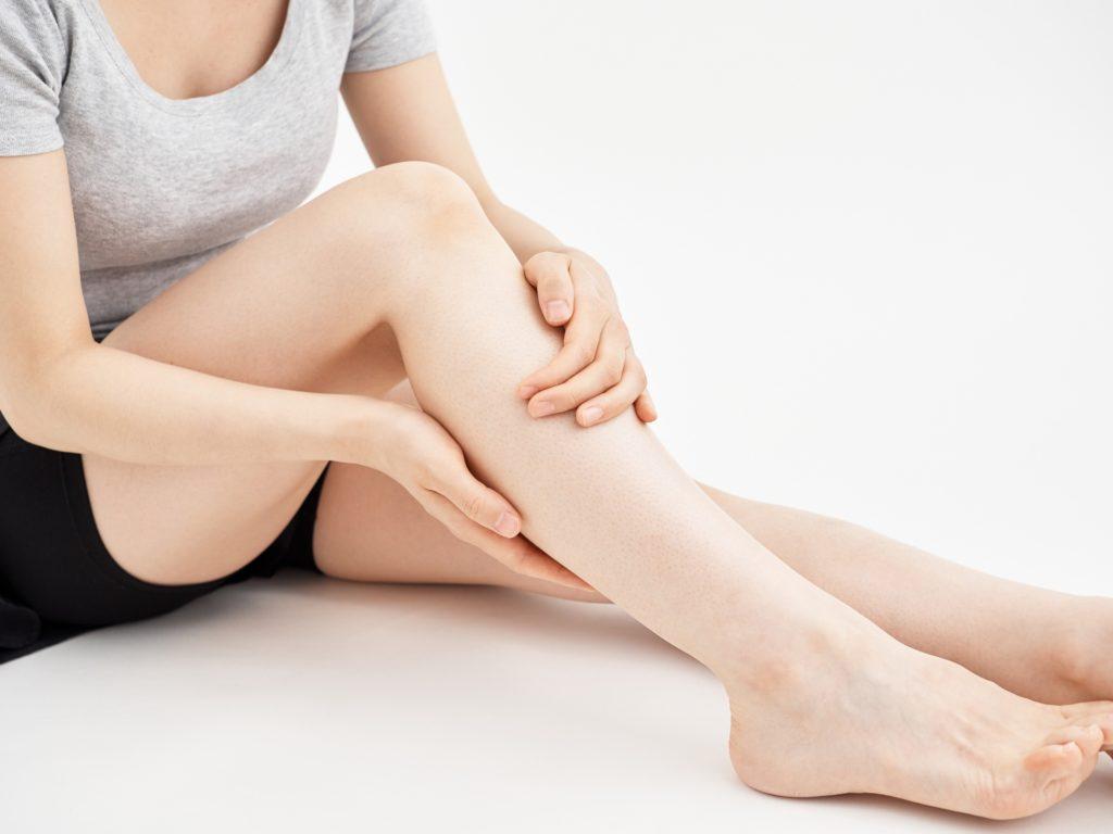 マッサージ女性の足